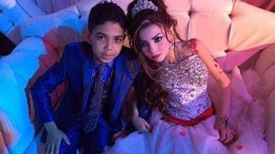 Dois primos, de 11 e 12 anos, ficaram noivos, no Egipto e são alvo de polémica e contestação.