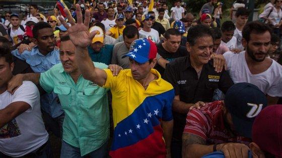 O líder da organização não-governamental local Fórum Penal tinha já dado conta de mais de 20 feridos e 39 detidos em protestos contra o Governo na Venezuela na quarta-feira