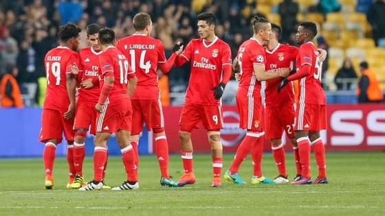 Benfica quer continuar na liderança na abertura da nona jornada, com o Paços de Ferreira.