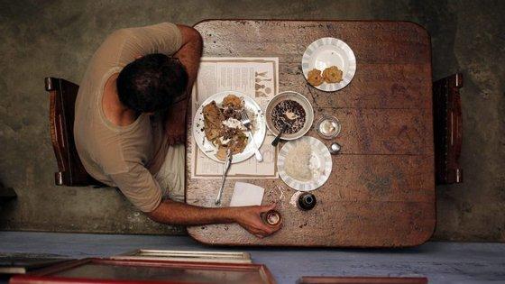Alimentação é quase metade dos encargos mensais das famílias endividadas