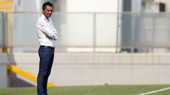 Carlos Pinto elogia Benfica mas quer pontuar na abertura da nona jornada, na Luz.