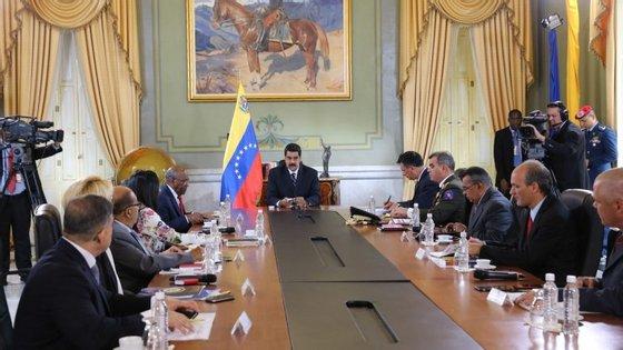 """A oposição responderá ao apelo para o diálogo """"para avaliar opções que ajudem a deter a escalada preocupante que se vive na Venezuela"""""""