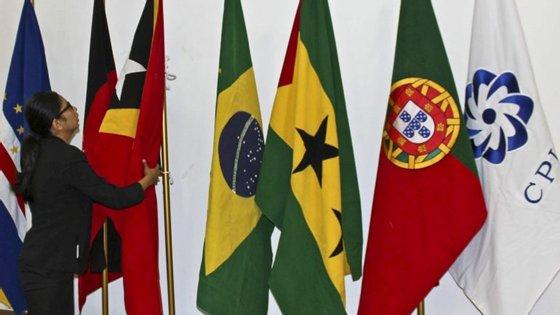 Sobre Portugal, o único país europeu do grupo lusófono, as previsões do FMI apontam para um crescimento de 1% este ano e uma ligeira aceleração para 1,1% em 2017