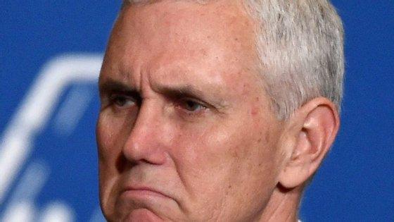 O avião de campanha de Mike Pence, candidato republicano à vice-presidência, falhou a pista de aterragem