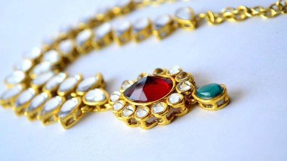 Magnata dos diamantes na índia dá aos seus mais empenhados empregados uns incentivos bem generosos: carros, apartamentos e joias.