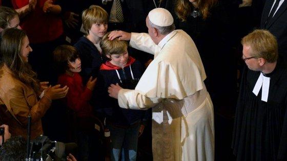 Francisco esteve, em 2015, de visita a uma igreja Luterana em Roma