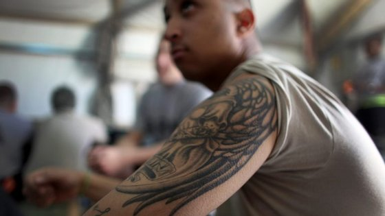 De acordo com uma sondagem, quase metade dos americanos nascidos nos anos 1980 e 1990 têm pelo menos uma tatuagem