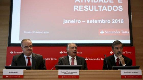 O Presidente do Banco, António Vieira Monteiro, afirma que todos os funcionários saíram com rescisões de mútuo acordo
