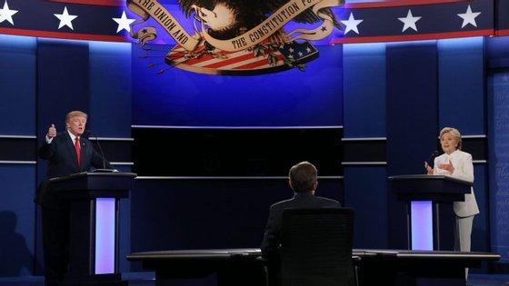 A mais recente sondagem, divulgada pelo jornal The Washington Post e pela ABC, coloca Trump à frente de Clinton, com 46% e 45%, respetivamente