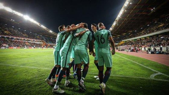 Na terça-feira, Portugal cumpre o primeiro treino de preparação para o embate com a Letónia, como habitual na Cidade do Futebol, em Oeiras