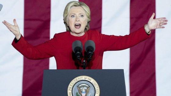 Hillary Clinton chega ao dia da votação à frente nas sondagens, mas com pouca diferença em relação a Donald Trump