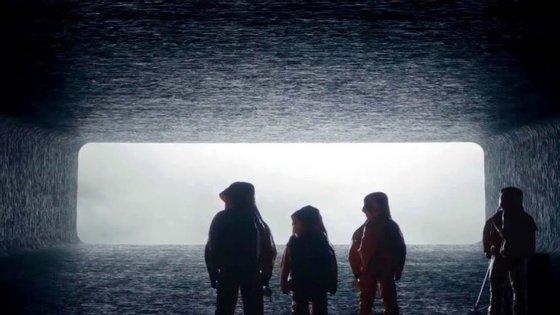 """""""O Primeiro Encontro"""": um filme de ficção científica cerebral sobre uma misteriosa visita alenígena"""