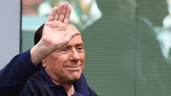 "Berlusconi acusou Barack Obama de ""ter cometido numerosos erros"""