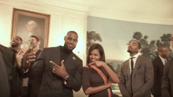 Michelle Obama também aderiu ao Mannequin Challenge. Esta fe-lo ao lado da equipa campeã da NBA, os Cleveland Cavaliers