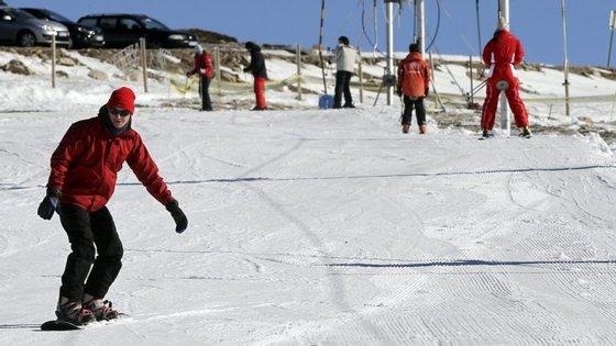 A abertura oficial das pistas de esqui da Serra da Estrela está prevista para dia 10 de dezembro