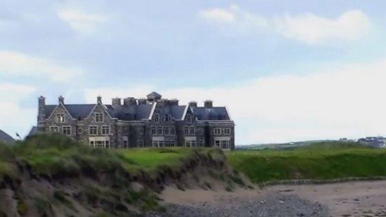 Rodeado de mar e colinas de areia, o resort de luxo de Donald Trump, sediado na Irlanda, pode estar em perigo pelas alterações climáticas