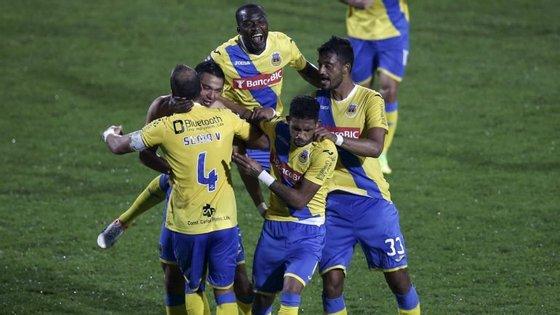 Os jogadores que aguardam conclusão do processo são Walter González, Bruno Lopes, Vitor Costa, Alseny Soumah e Morlaye Sylla