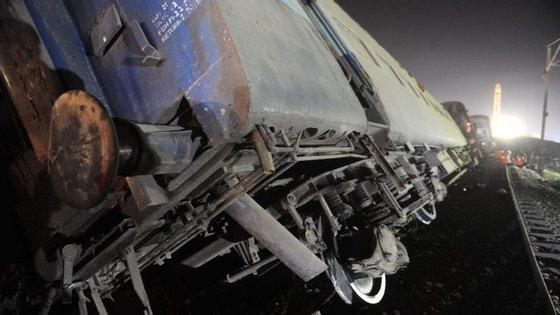 Este acidente é o mais mortal desde a colisão de dois comboios em Bengala em 2010, que fez 146 mortos e mais de 200 feridos