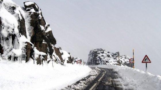 O IPMA colocou quinta-feira oito distritos de Portugal continental sob 'Aviso Laranja' devido à queda de neve e de chuva