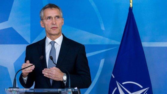 Stoltenberg salientou que os aliados têm que respeitar o compromisso de contribuírem com pelo menos 2% do PIB para a defesa.