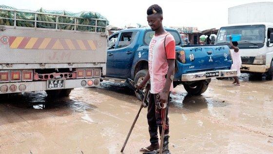 48 famílias ficaram com as suas residências inundadas e alguns moradores encontram-se sitiados, apelando a uma intervenção das autoridades