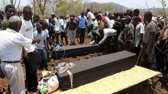 Moçambique cumpre esta segunda-feira o último de três dias de luto nacional decretado pelo Governo