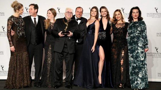 """O prémio de melhor ator foi para o norte-americano Dustin Hoffman (""""Roald Dahl's Esio Trot""""); enquanto o de melhor atriz para a britânica Christiane Paul (""""Under the radar"""")"""
