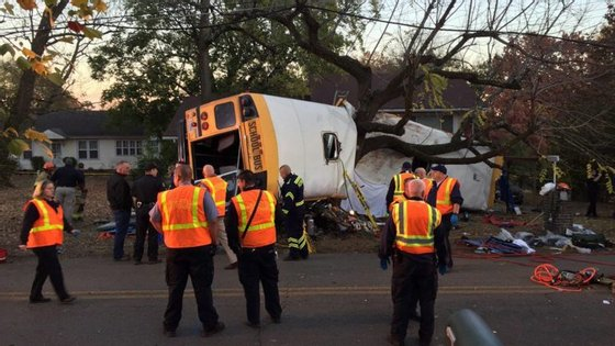 O autocarro levava 35 crianças entre os 4 e os 10 anos
