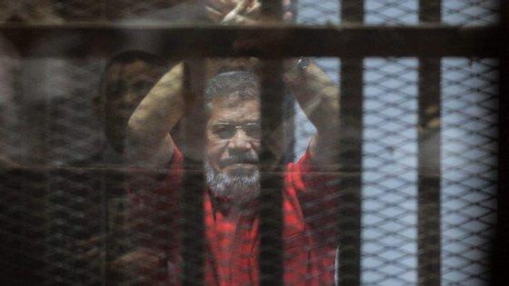 Morsi está detido na prisão de Borg-el-Arab, perto de Alexandria