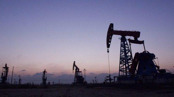 """A análise da Eaglestone sublinha que """"Angola tem enfrentado um contexto macroeconómico dificil nos últimos anos em resultado da forte descida dos preços do petróleo"""