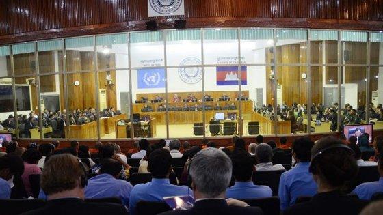 Khieu Samphan, ex-chefe de Estado do regime dos Khmer Vermelhos, e Nuon Chea, líder supremo dos Khmer, são responsáveis pela morte de 1,7 milhões de pessoas no Camboja