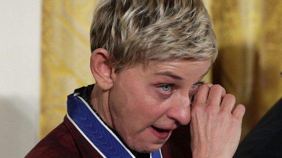 Ellen DeGeneres mostrou-se emocionada com as palavras de Barack Obama na entrega da Medalha da Liberdade, na terça-feira