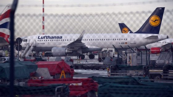 A greve dos pilotos já levou, esta quarta-feira, à anulação de perto de 900 voos.