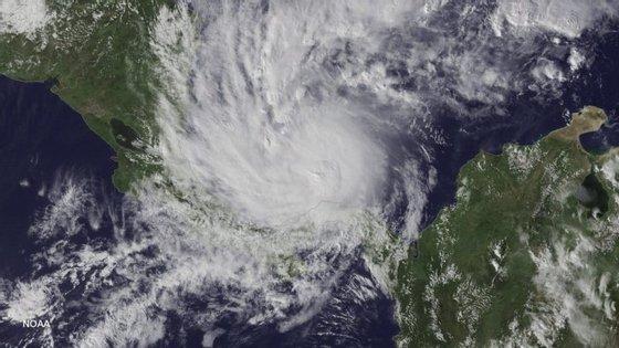 As previsões indicam que o Otto deve alcançar, esta quinta-feira, as costas caribenhas da Costa Rica e da Nicarágua