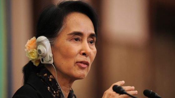 """A líder de facto do governo da Birmânia advertiu que o recurso às armas """"não resolverá os problemas nem permitirá alcançar os objetivos"""""""