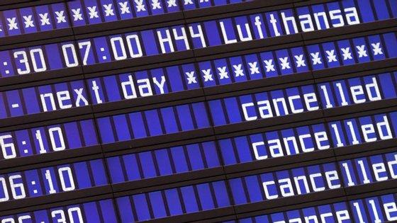Da companhia Lufthansa só descolaram alguns aviões, para destinos como Hong Kong, Lisboa, Turim e Dresden.