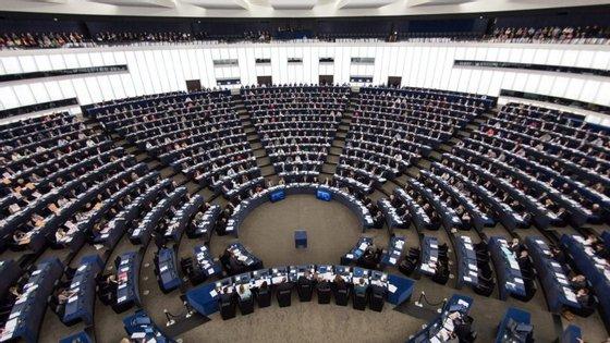 A resolução foi aprovada com 479 votos a favor, 37 contra e 107 abstenções