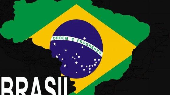 O Brasil enfrenta uma longa e profunda recessão e contabiliza 12 milhões de desempregados