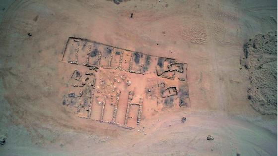 Vista aérea das escavações naquele que será o mais antigo porto do mundo