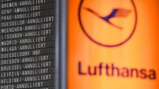 A companhia afirma que, de um total de 3.000 voos previstos para sexta-feira, 2.170 poderão realizar-se
