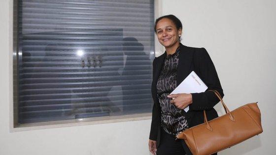 A empresária angolana pode estar impedida de exercer aquelas funções, pelas posições que detém noutras empresas