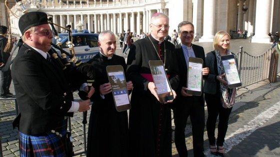 O arcebispo de Edimburgo, Leo Cushley, durante a apresentação da aplicação, no Vaticano