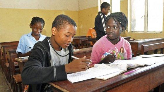 O ministro da Educação de Angola reforçou que haverá integração de professores através de concursos, nos limites do que for possível ser assegurado