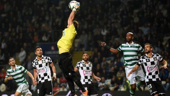 No clássico da época passada, Mika trava o Sporting (0-0)