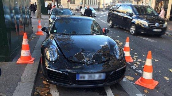 Se um dia lhe apetecer deixar o carro mal estacionado, é melhor pensar duas vezes. Sobretudo, se estiver em Paris