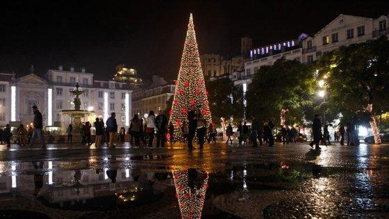 Fernando Medina ligou os dois milhões de lâmpadas que estão distribuídas pela cidade