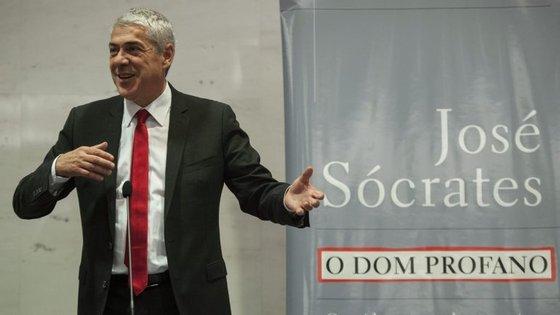 """Sócrates esteve em Bragança na apresentação o livro """"Dom Profano"""""""