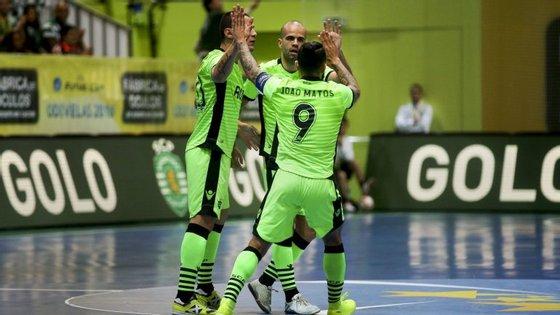 Os golos da equipa leonina foram marcados por João Matos aos 05:54, por Diogo aos 22:16 e por Cavinato, aos 26:46