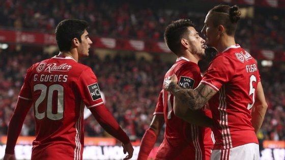 Gonçalo e Fejsa rodeiam o melhor marcador do Benfica no campeonato, com cinco golos: yup, é Pizzi