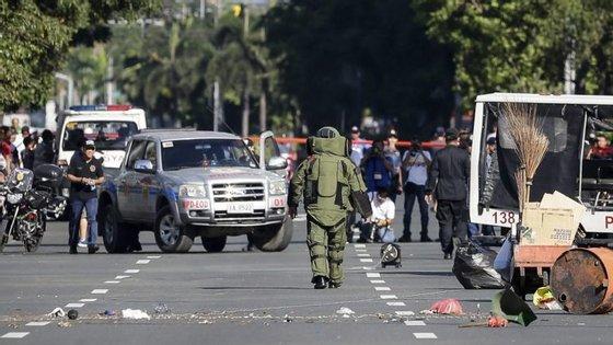 Duas explosões foram ouvidas esta segunda-feira, quando uma unidade detonou o que a polícia descreveu como um pacote suspeito
